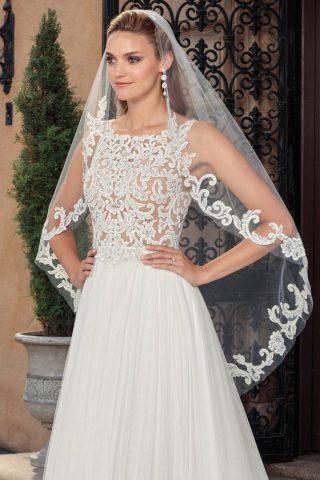 woman in casablanca bridal head piece